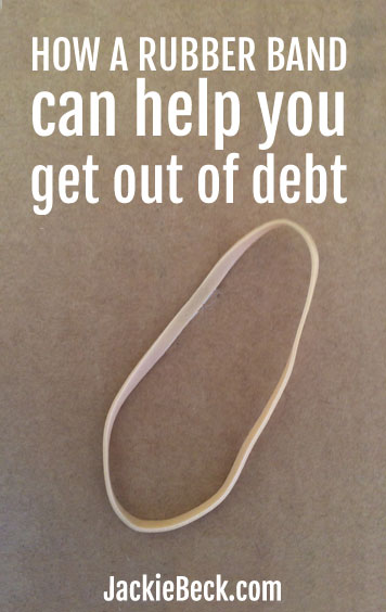 Using this rubber band method to help get out of debt is so simple!